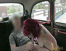 Девушка вся в татуировках хорошо вылизывает анал водителю за проезд